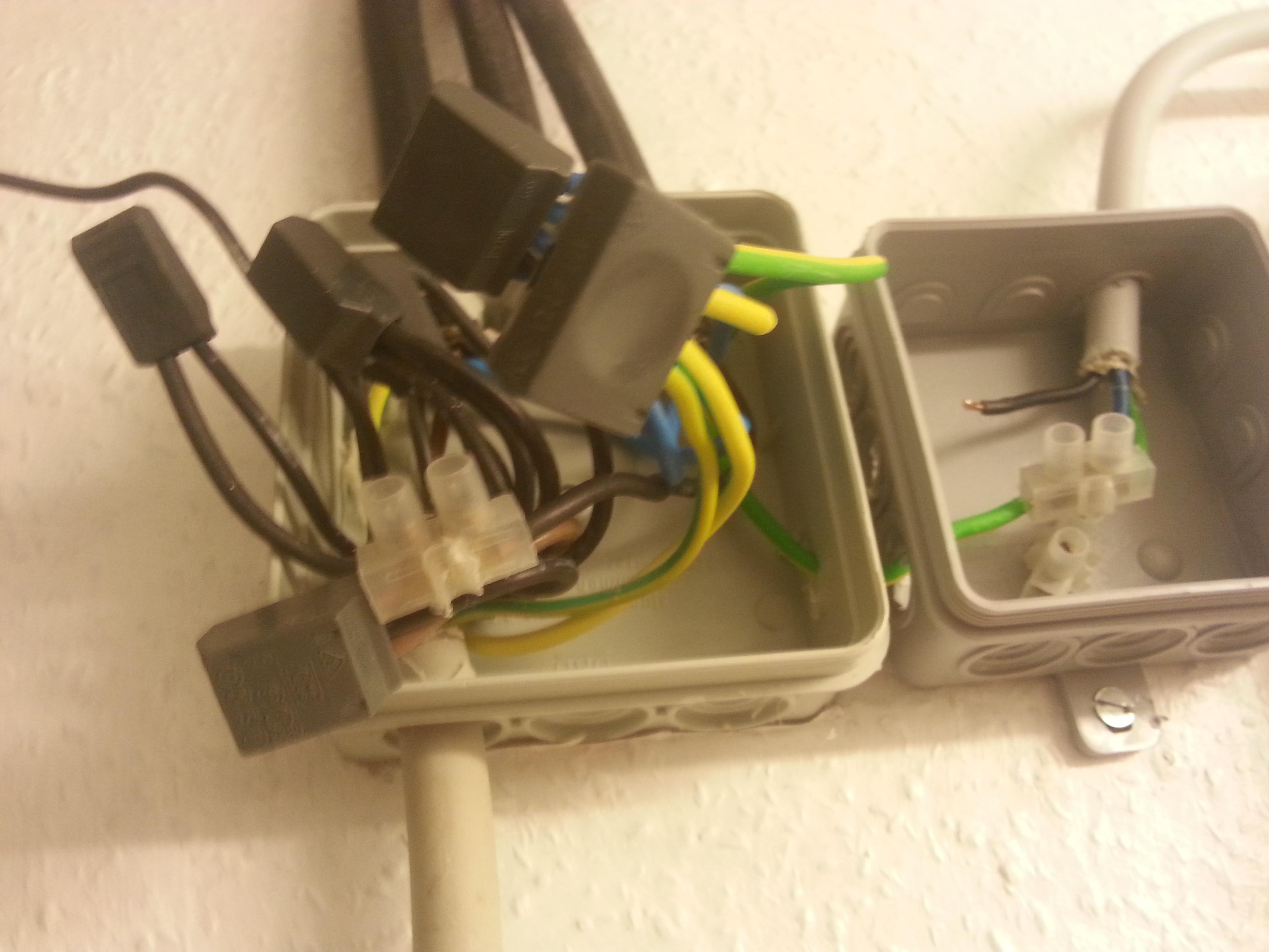 komsiches kabelsystem wie zweige ich da kabel fuer meine steckdose ab. Black Bedroom Furniture Sets. Home Design Ideas