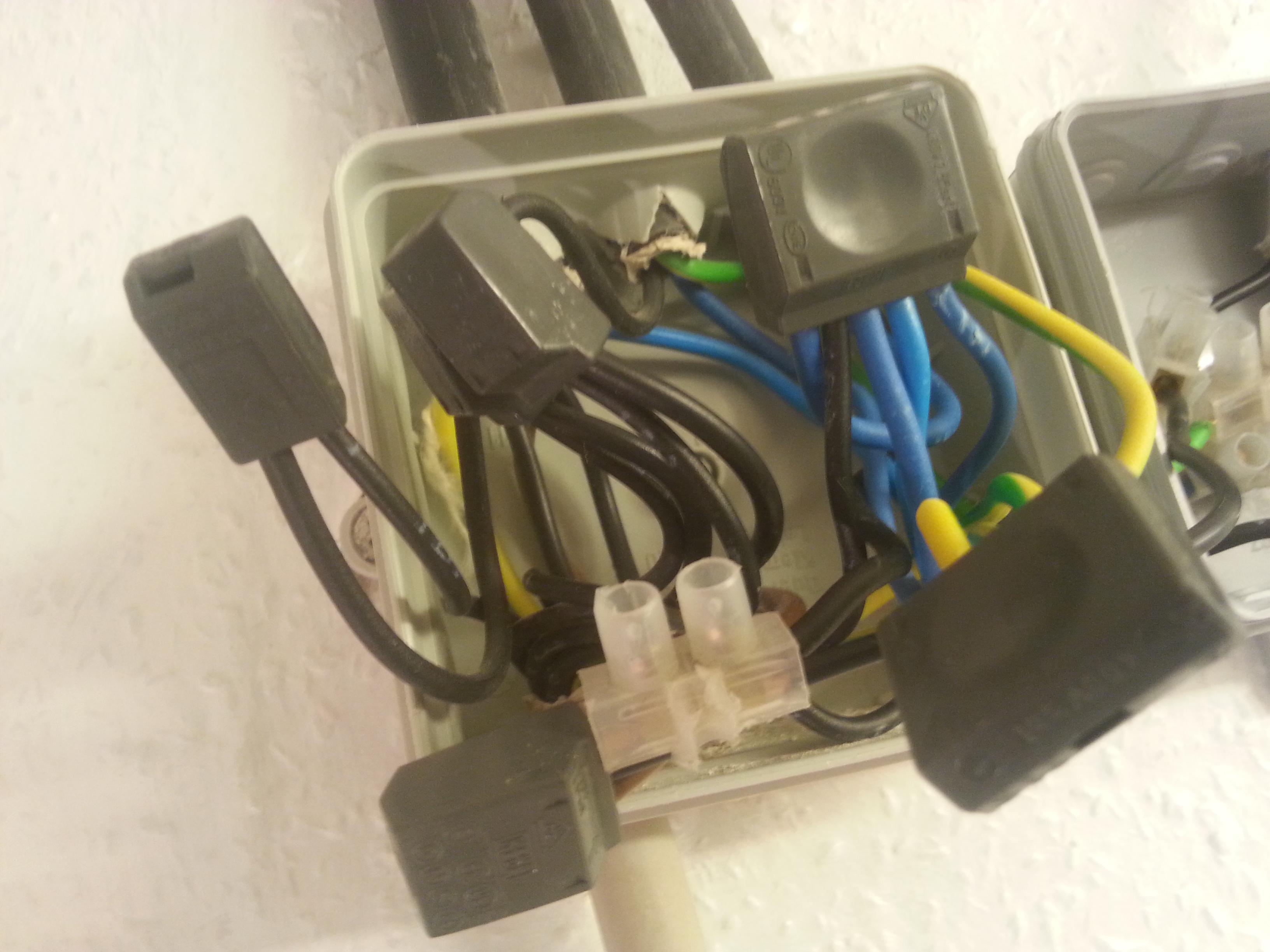 komsiches kabelsystem wie zweige ich da kabel fuer meine steckdose ab seite 3. Black Bedroom Furniture Sets. Home Design Ideas