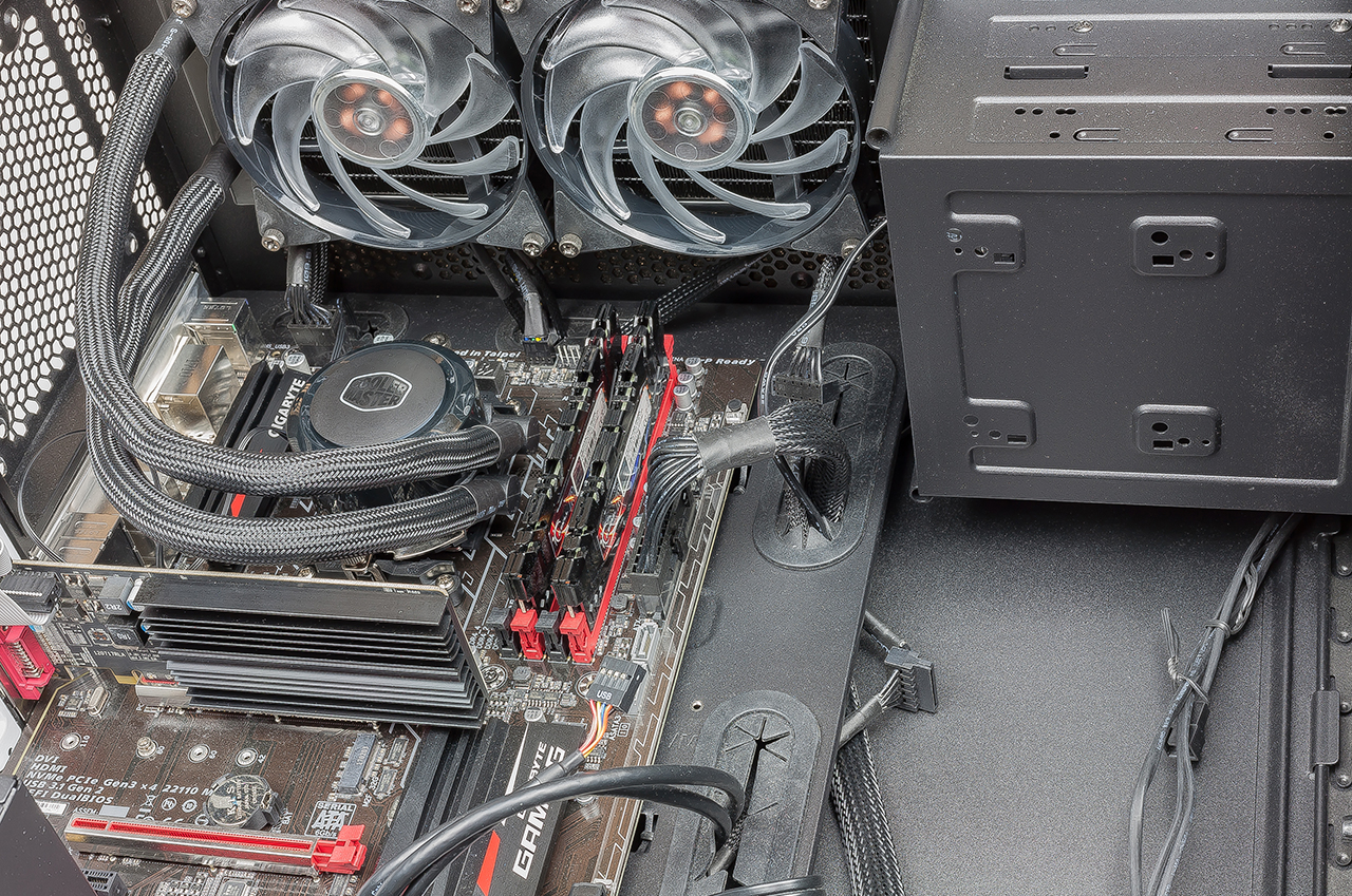 28 Cooler Master MasterLiquid ML240R ARGB