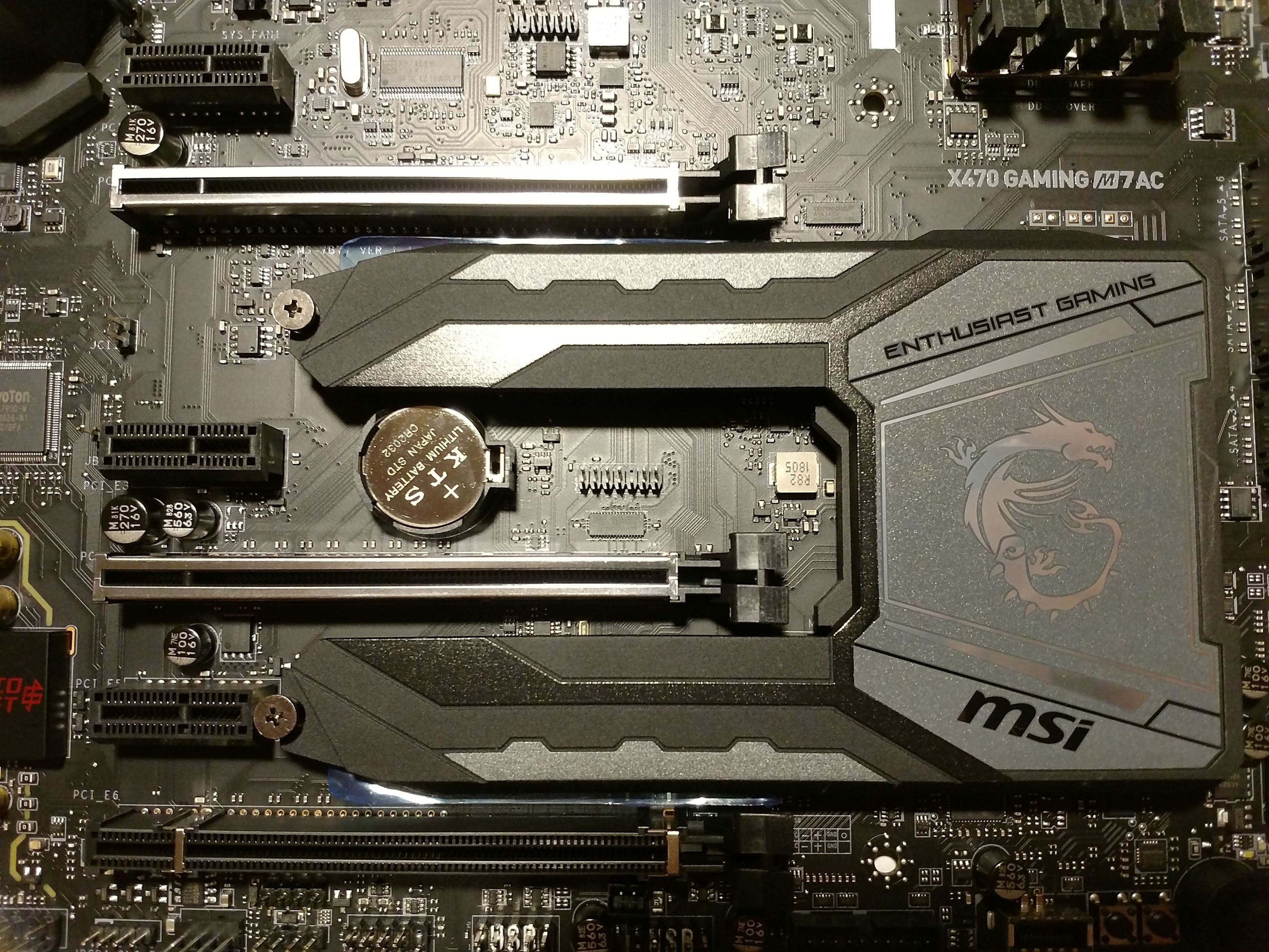 Klicken Sie auf die Grafik für eine größere Ansicht  Name:37. MSI X470 Gaming M7 AC M.2 SHIELD FROZR.jpg Hits:47 Größe:2,47 MB ID:1000582