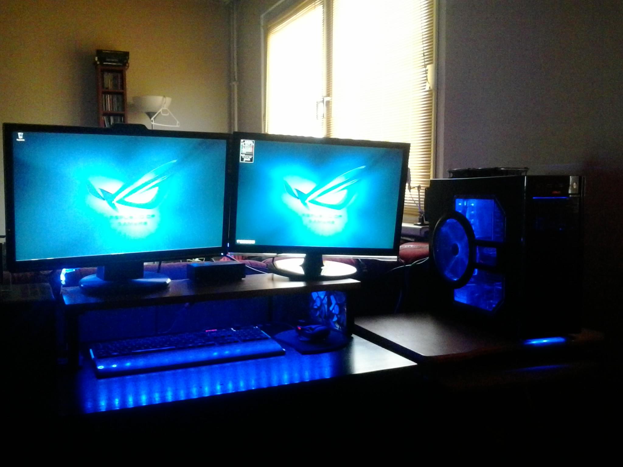 Mein PC und Schreibtisch