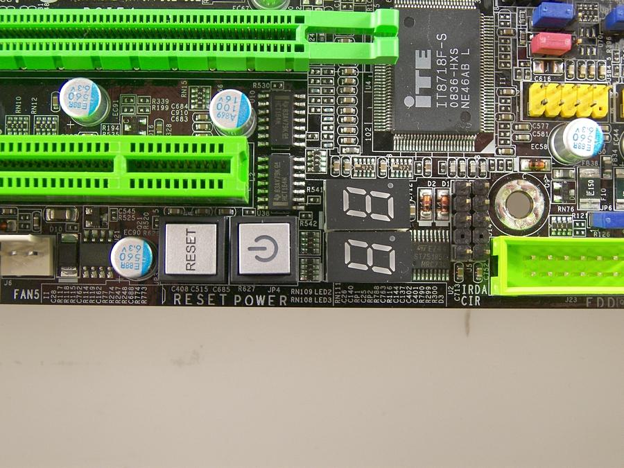 Klicken Sie auf die Grafik für eine größere Ansicht  Name:DFI-Lanparty-UT-X58-T3eH8-010.jpg Hits:262 Größe:548,4 KB ID:1005549