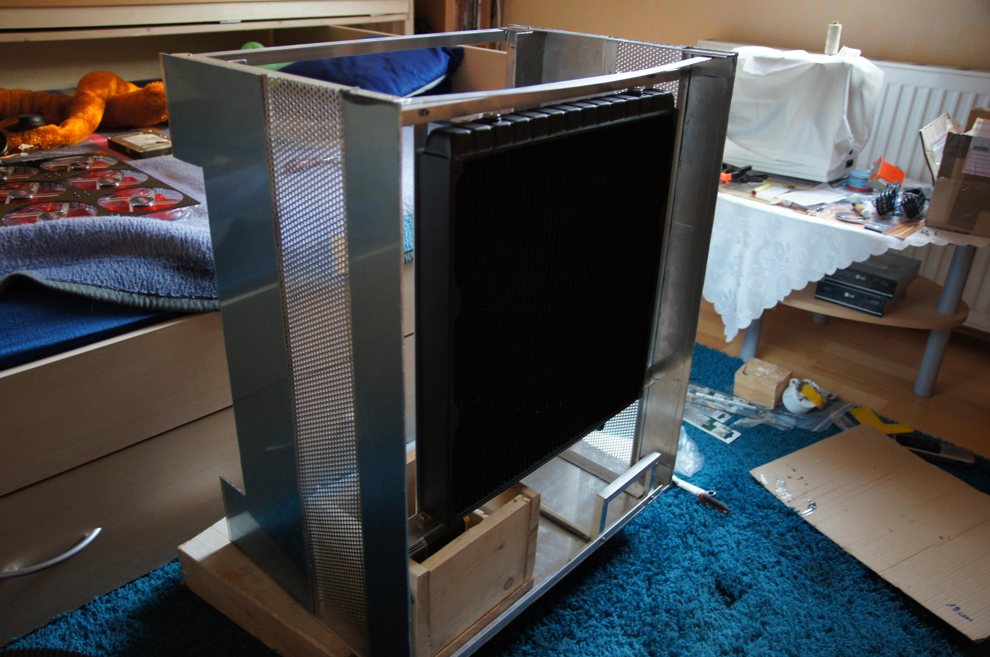 langzeitprojekt alu self made case unter h2o. Black Bedroom Furniture Sets. Home Design Ideas