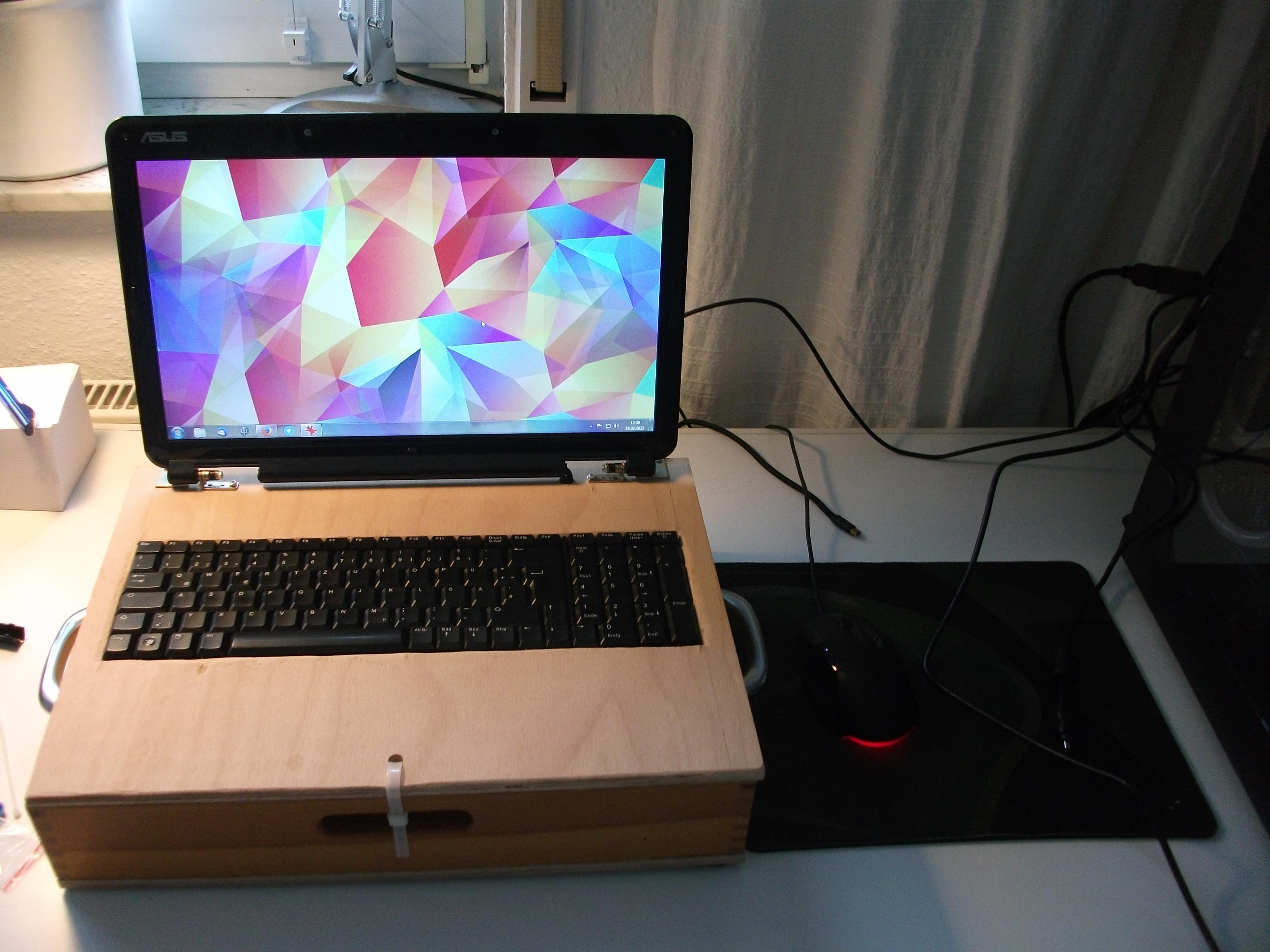 das deskbook desktop hardware im notebook geh use. Black Bedroom Furniture Sets. Home Design Ideas