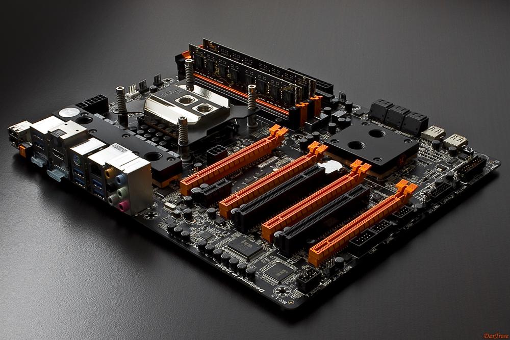 -gigabyte-ga-z87x-oc-wasser_02.jpg