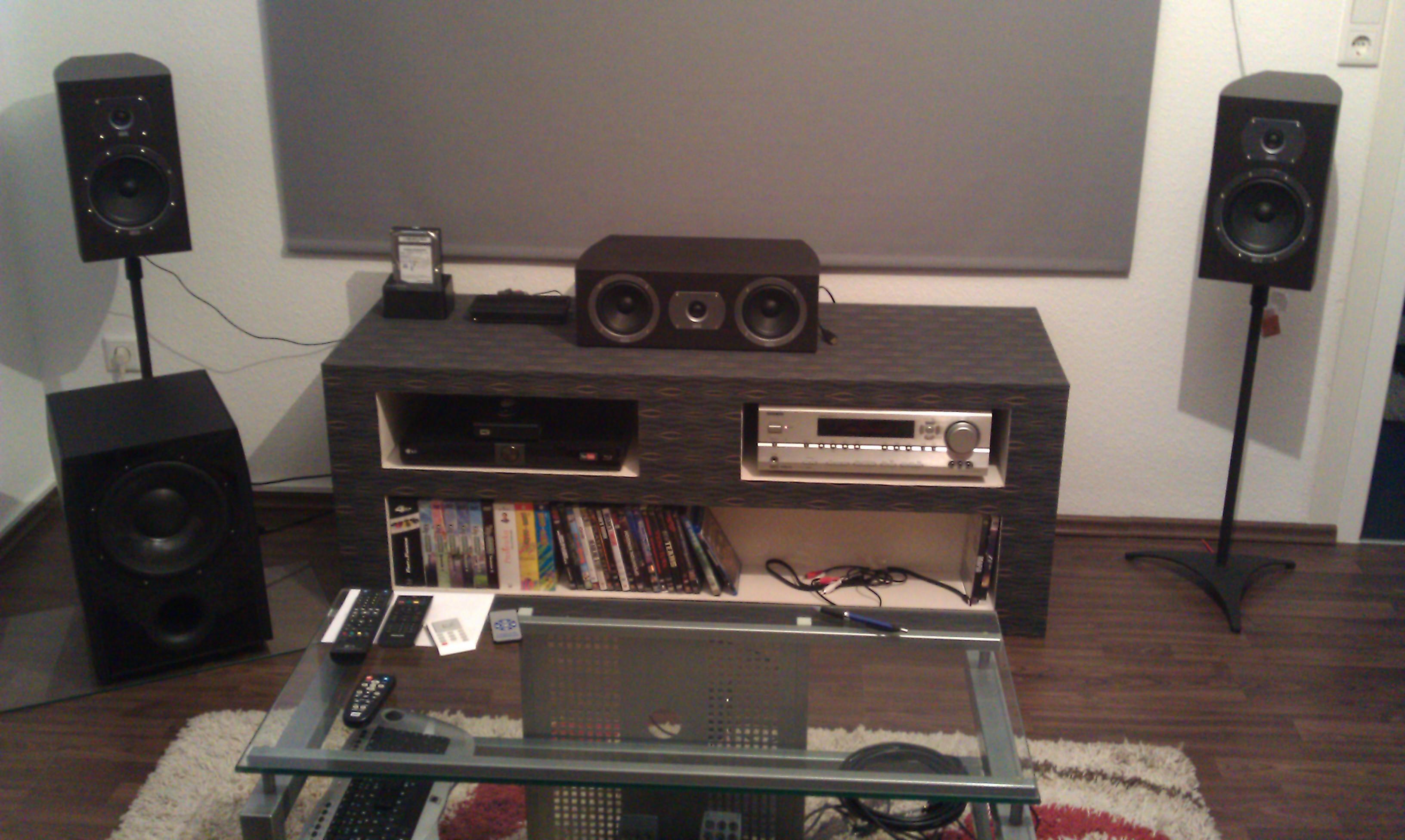 suche leinwand f r beamer. Black Bedroom Furniture Sets. Home Design Ideas