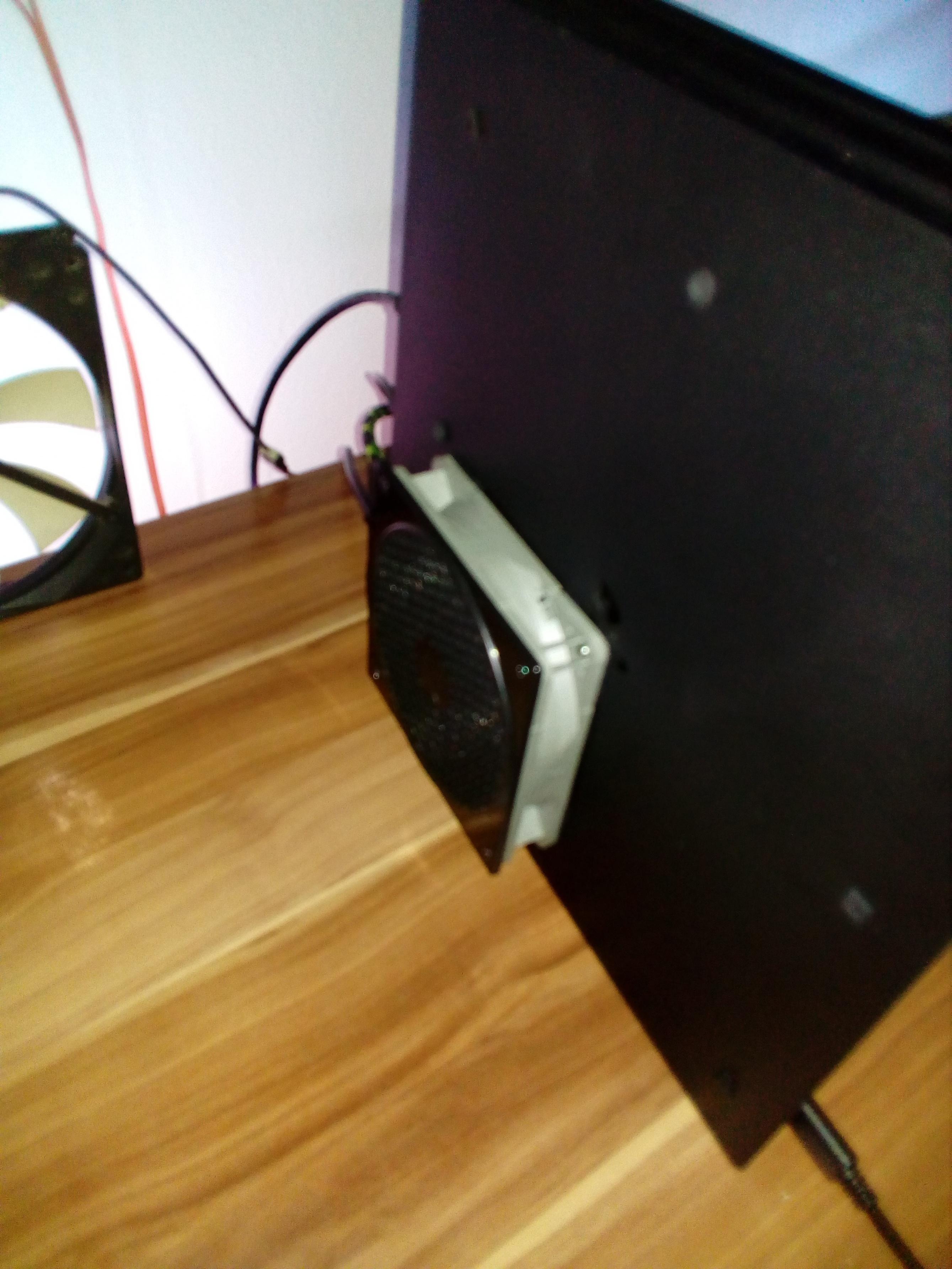 PS4 Pro Umbau für bessere Kühlung mit Zusatzlüfter