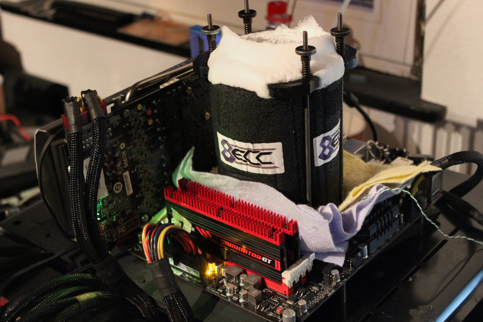 8 GHZ AMD SuperPi 32m Weltrekord!-img_2385_2.jpg