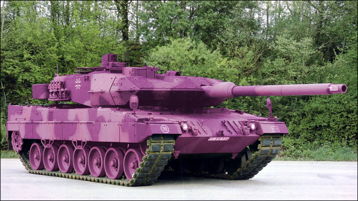in adobe photoshop einen panzer rosa f rben. Black Bedroom Furniture Sets. Home Design Ideas