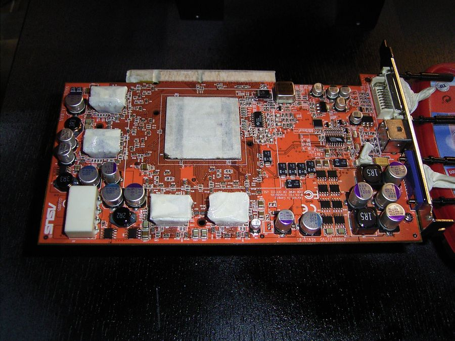 [HowTo] Mainboard / Grafikkarte / Soundkarte lackieren.-radeon-01.jpg