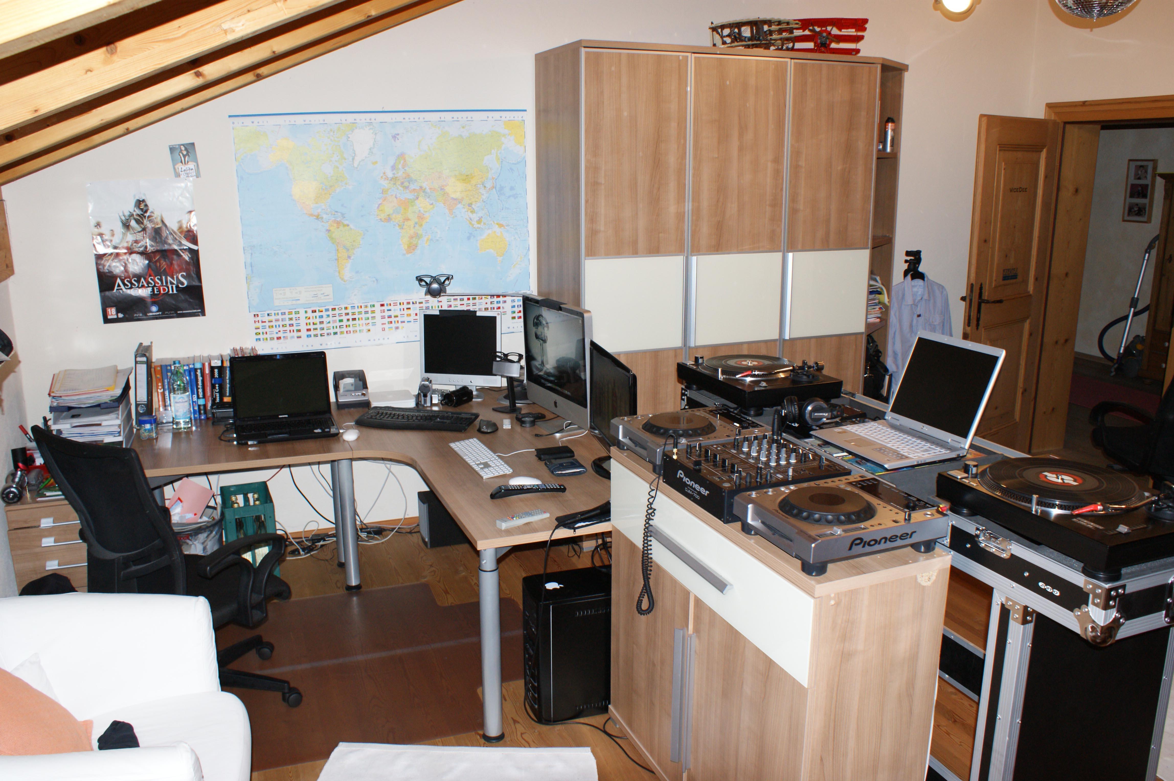 jetzt mitmachen gigabyte und pcgh suchen den krassesten schreibtisch deutschlands seite 49. Black Bedroom Furniture Sets. Home Design Ideas