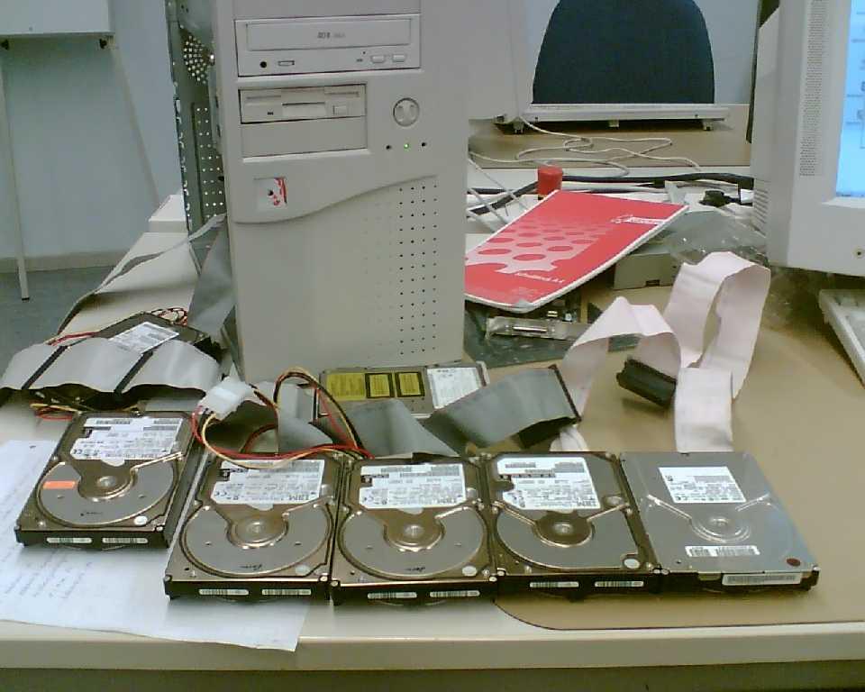 Klicken Sie auf die Grafik für eine größere Ansicht  Name:SCSI Festplatten.jpg Hits:159 Größe:60,5 KB ID:588968