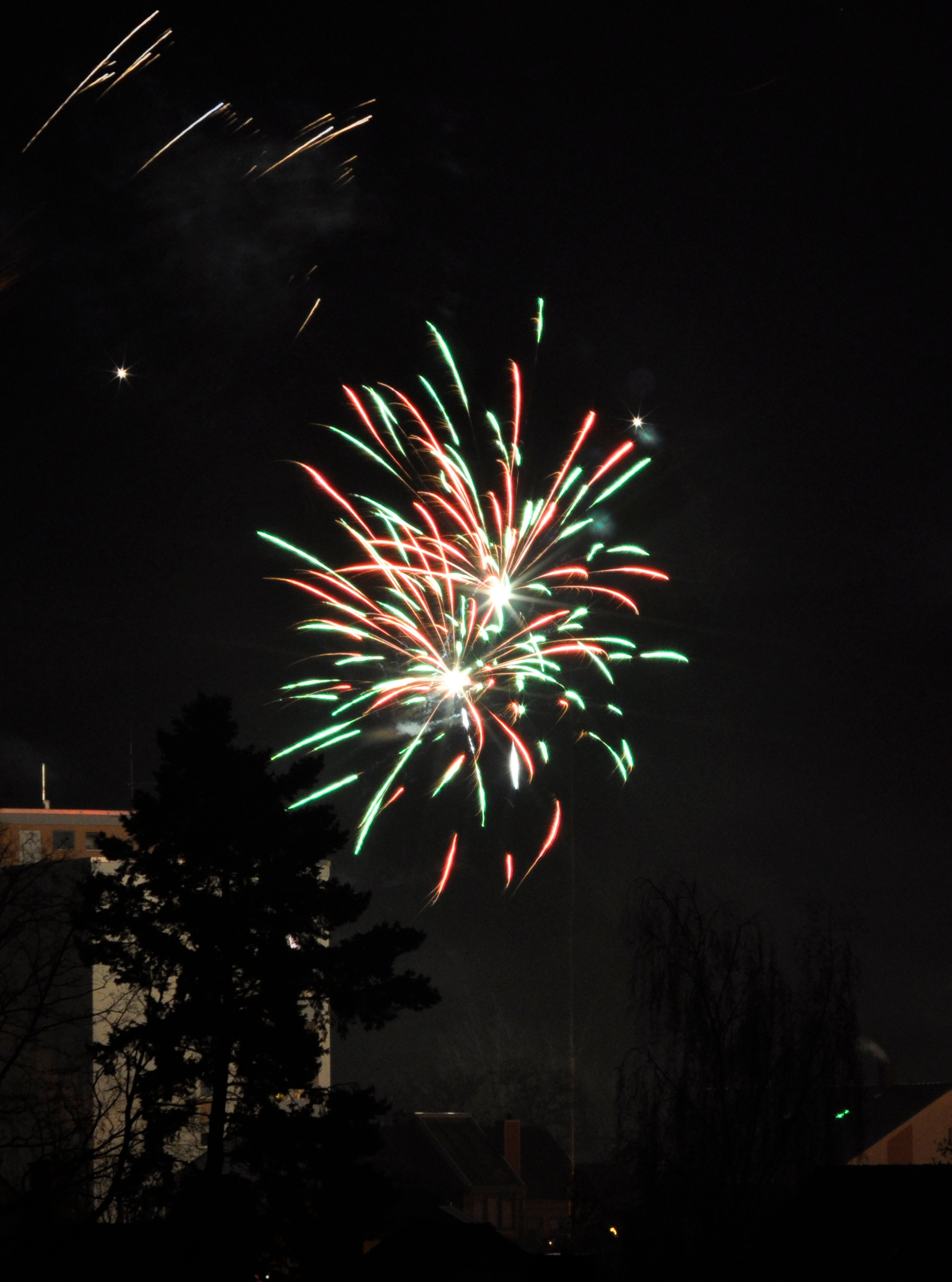 Silvester 2012 rotgrüne Rakete.JPG