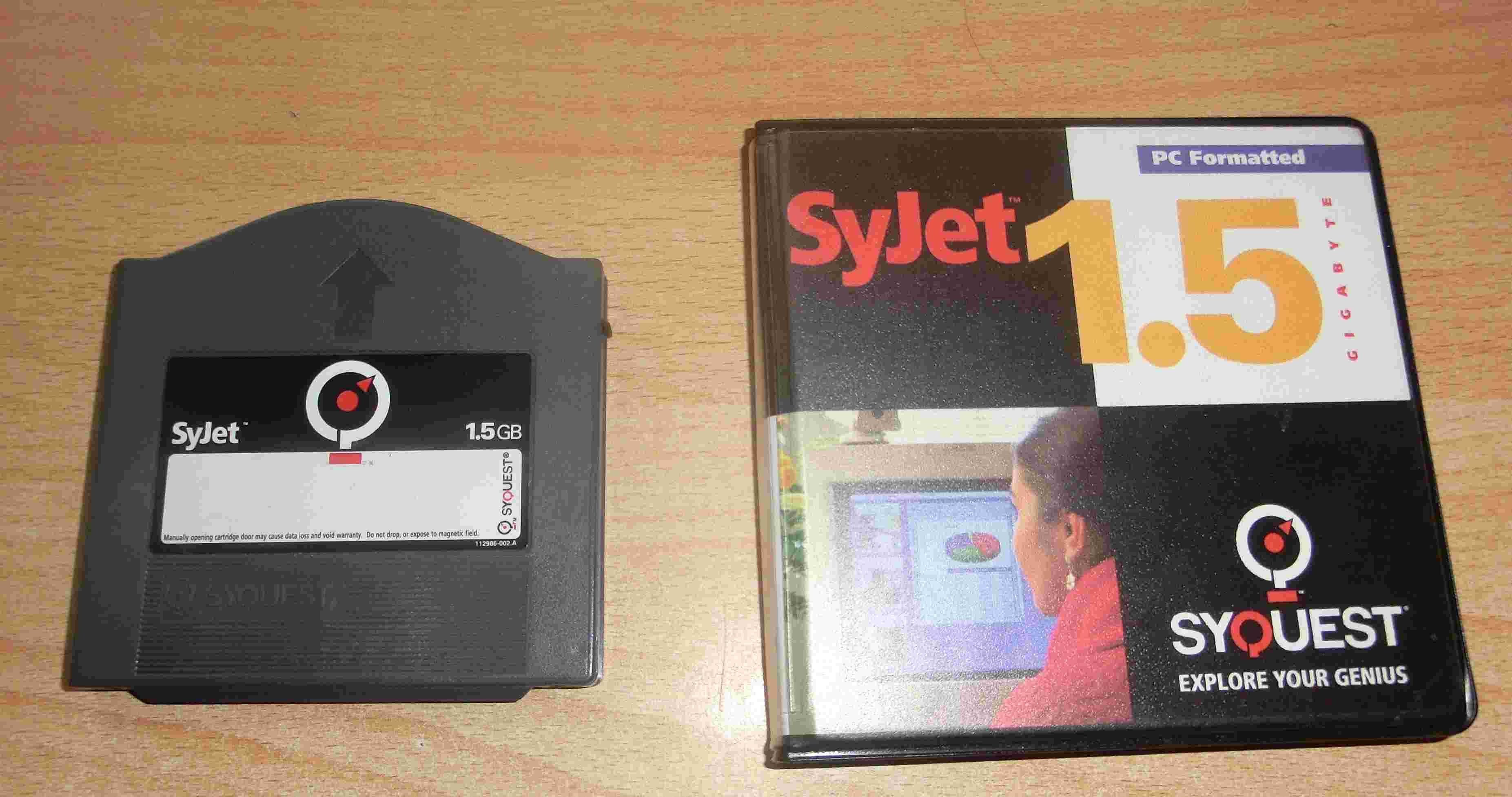 Klicken Sie auf die Grafik für eine größere Ansicht  Name:SyQuest 1.5GB.jpg Hits:93 Größe:189,2 KB ID:596542