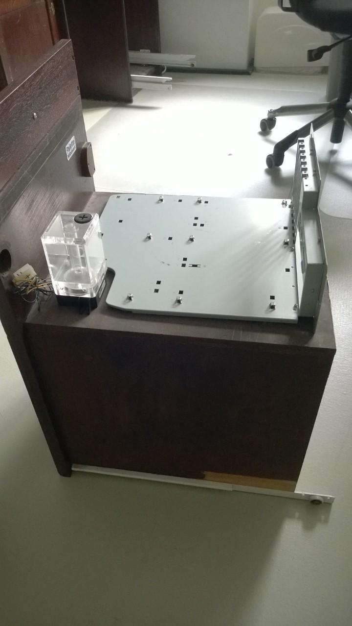 tagebuch passivgek hlter gaming pc im schreibtisch verbaut. Black Bedroom Furniture Sets. Home Design Ideas