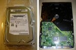 Festplatte HD103SJ Von Oben und Unten.jpg