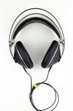 Kopfhörer mit Kabel.jpg